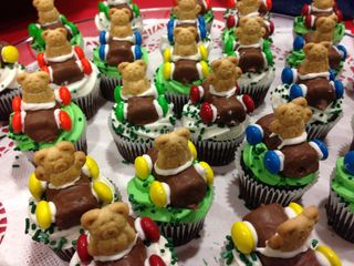 Heres A Close Up Of The Candy Pinewood Derby Cars On Top Mini Cupcakes