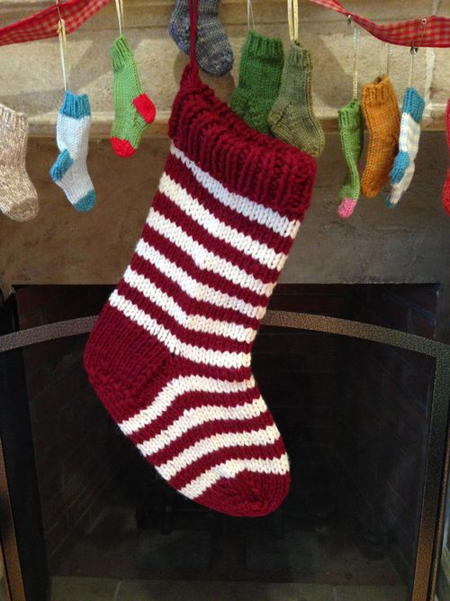 Knit Pattern Christmas Stocking : FREE KNITTING PATTERNS: Jumbo Christmas Stocking in a Jiffy - Striped